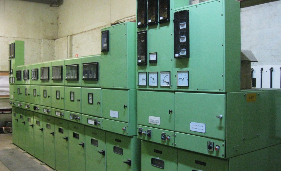 High voltage switchboard maintenance